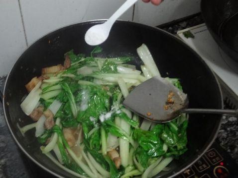 五花肉炒小白菜的简单做法