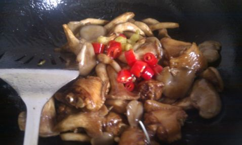 蟹味菇烧鸡翅怎么炒