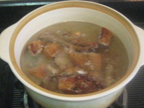 白萝卜黑木耳炖烤鸭架子汤的做法图解