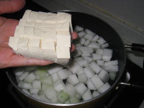 冬瓜豆腐玉米粒汤的家常做法