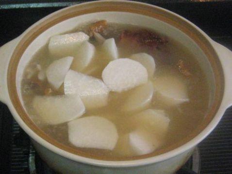 白萝卜黑木耳炖烤鸭架子汤的简单做法