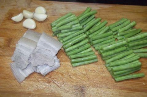 五花肉炒豆角的简单做法