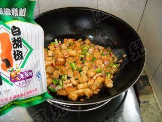 蒜苗炒豆腐怎么煸