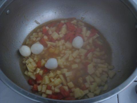 西红柿土豆炒鹌鹑蛋怎么炒