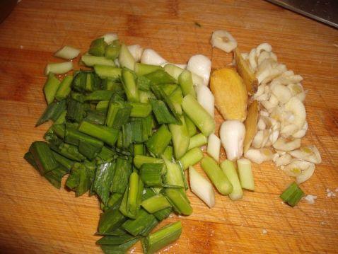 萝卜干炒石斑鱼肚的家常做法