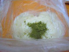 抹茶玫瑰豆沙冰皮月饼的简单做法