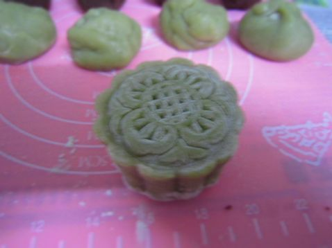 抹茶玫瑰豆沙冰皮月饼怎么煮