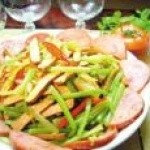 家常菜谱:豆干香芹拌烟肉的做法