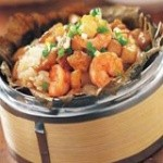莲叶原叶焖虾的做法