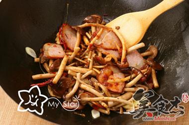 干锅腊肉茶树菇怎么煸