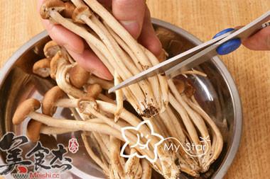 干锅腊肉茶树菇的家常做法