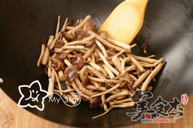 干锅腊肉茶树菇怎么吃