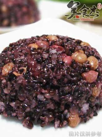 黑糯米八寶飯的做法