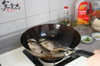 鲫鱼炖豆腐的家常做法