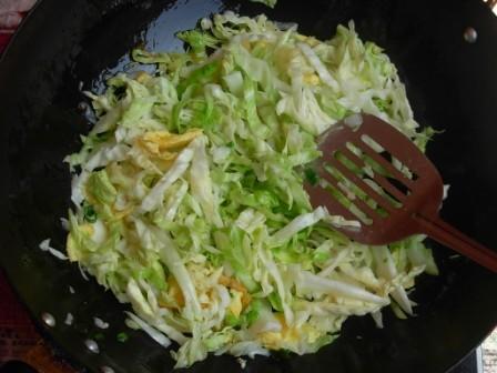 鸡蛋圆白菜炒粉丝怎么吃