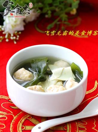 三文鱼圆海带汤的做法