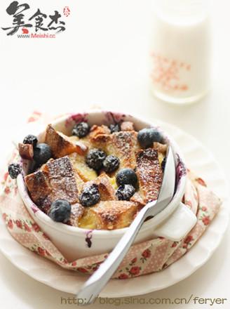 蓝莓桃子面包布丁的做法