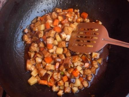 土豆瘦肉香菇饭怎么吃