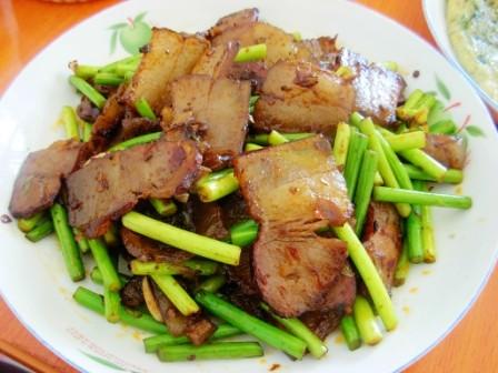 腊肉炒蒜苔怎么吃
