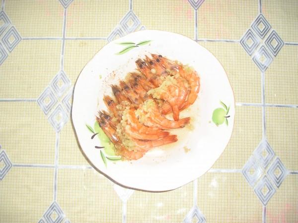 蒜蓉蒸基围虾怎么吃