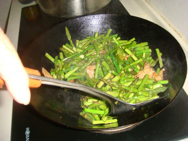 芦笋炒肉的家常做法