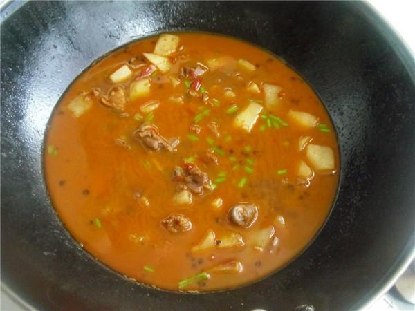 腊鸭腿焖土豆怎么做
