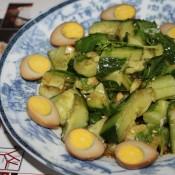 凉拌青瓜配鹌鹑蛋