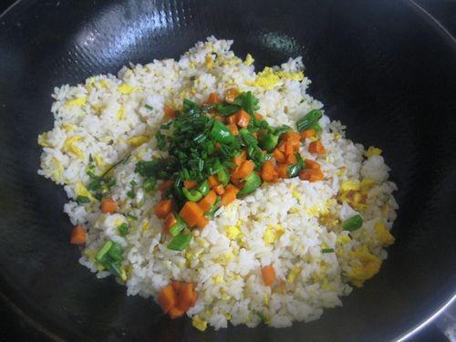 青椒胡萝卜蛋炒饭怎么吃