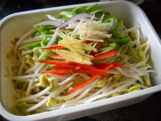 黄豆芽拌辣椒的做法图解