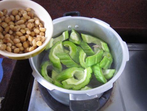 黄豆苦瓜咸菜叶汤怎么煮