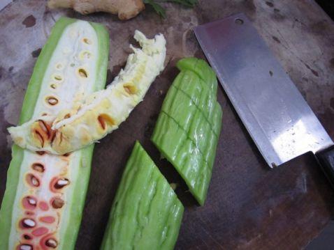 黄豆苦瓜咸菜叶汤的家常做法