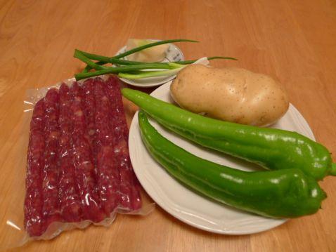 腊肠炒青椒土豆丝的做法大全
