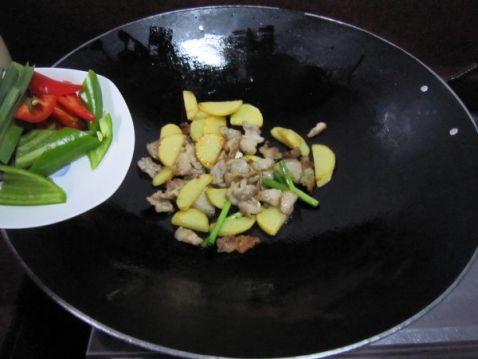 土豆片烧肉怎么煮