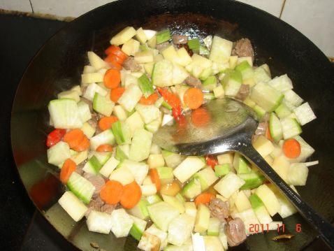 牛肉炖萝卜土豆怎么做