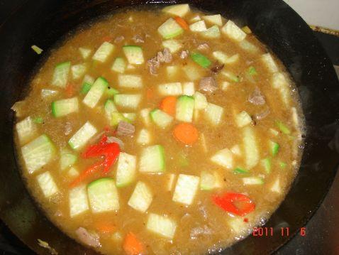 牛肉炖萝卜土豆怎么炒