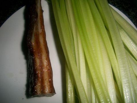 腊肉炒芹菜的做法大全
