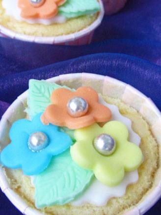 翻糖小花纸杯蛋糕的做法