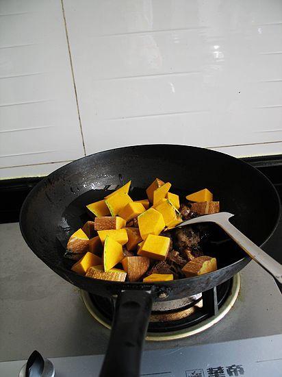 南瓜豆豉炒排骨怎么煸