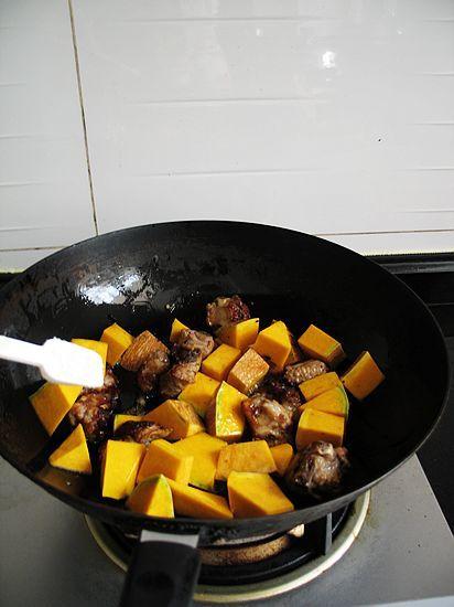 南瓜豆豉炒排骨怎样煸