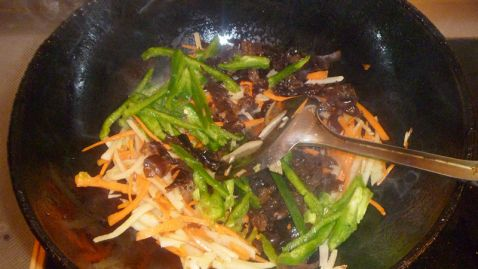 竹笋炒三丝怎么吃