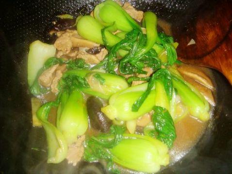 香菇油菜炒肉怎样做