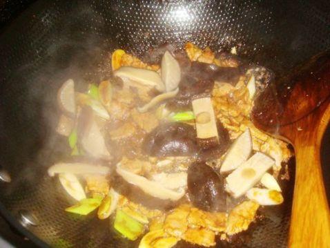 香菇油菜炒肉怎么煸