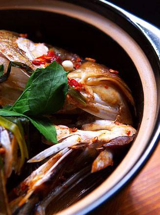 香辣蒜子鱼头煲的做法