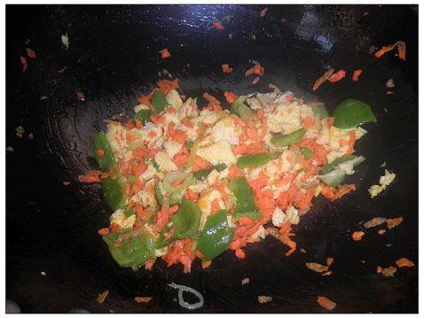 胡萝卜青椒鸡蛋炒饭怎么做