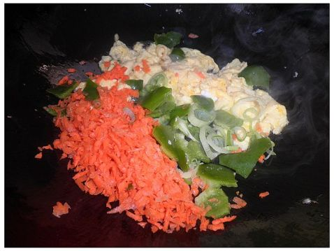 胡萝卜青椒鸡蛋炒饭怎么吃