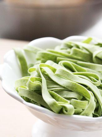 菠菜面条的做法