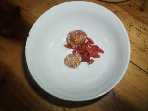 雪梨银耳百合瘦肉汤的家常做法