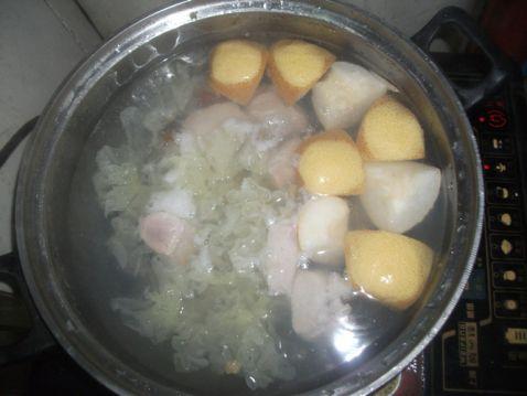 雪梨银耳百合瘦肉汤怎么吃