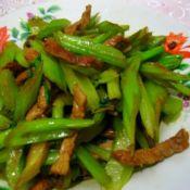 家常炒芹菜