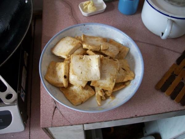 蒜苗炒豆腐的家常做法